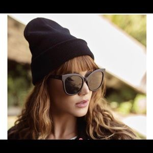 QUAY AUSTRALIA NWT Oversized BLK Sunglasses